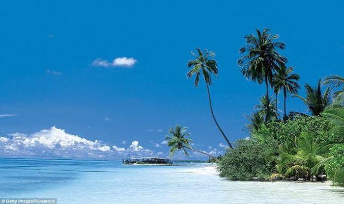 Не райская сторона Мальдив (7 фото)