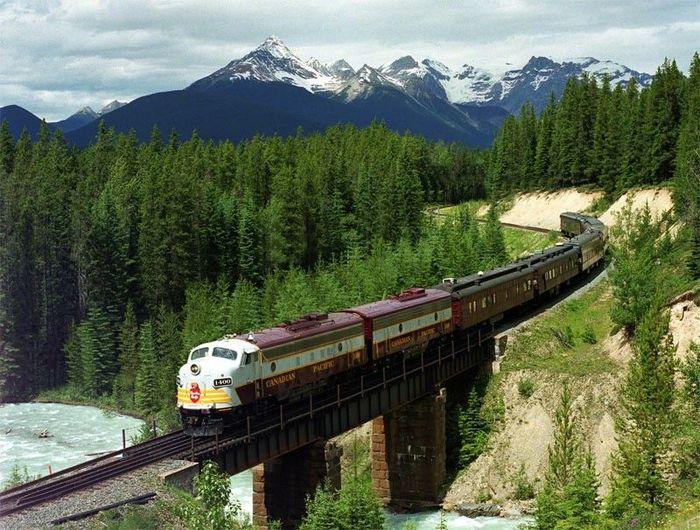 Красивые пейзажи Канадской железной дороги (12 фото)
