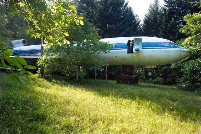 Превратил самолет в дом (11 фото)