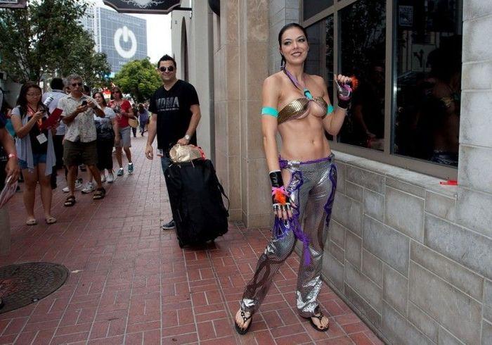 Сексуальные костюмы фестиваля Comic-Con 2012 (40 фото)