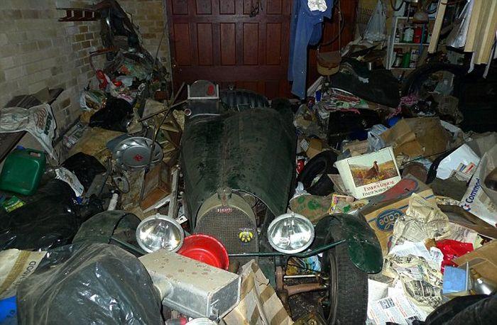В гараже была найдена ценная вещь (4 фото)