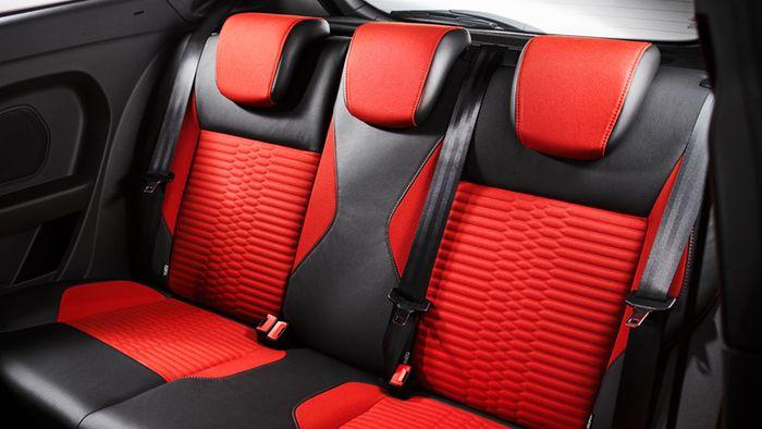 Среднее сиденье на заднем ряду — самое безопасное в авто