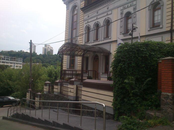 Запрещенная трава на территории Газпрома (5 фото + 1 видео)