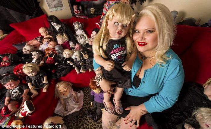 Коллекция страшных кукол (7 фото)