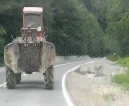 В Польше пъяный тракторист уснул за рулем