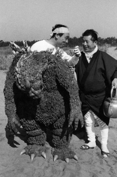 Съемки фильма Годзилла в 1954 году (11 фото)