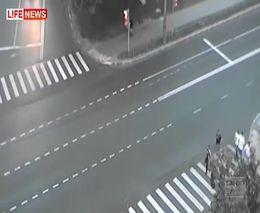Скорая спасла пешеходов от столкновения
