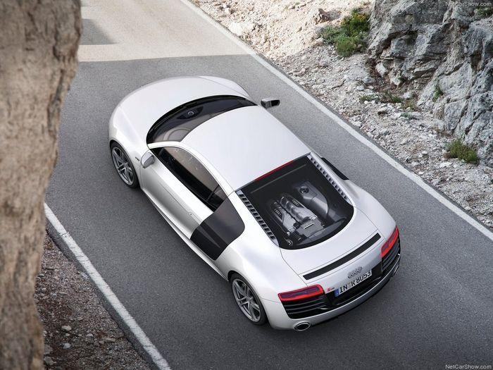 Обновленный суперкар Audi R8 2013 модельного года (6 фото + 2 видео)