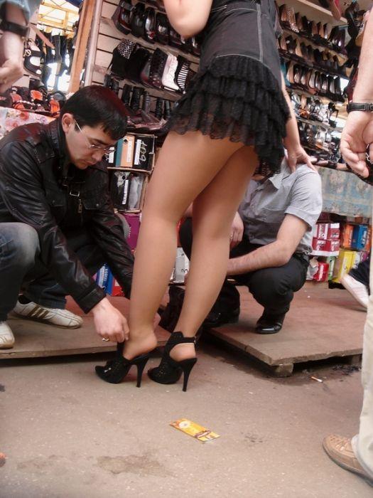 видео фильмы ролики секс девушки на шпильках сапогах в коротких юбках