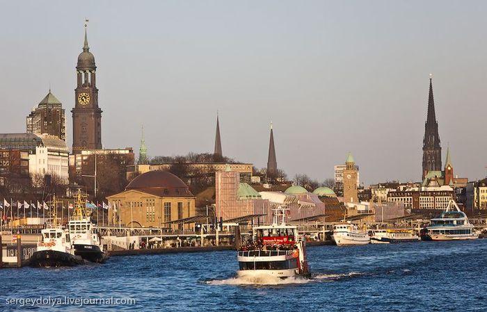 Гамбург: порты, улицы и бордели (26 фото)