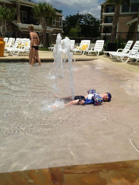 Зачетное фото бассейн, прикол, ребенок, фонтан