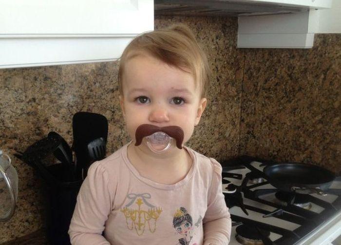 Шикарное фото прикол, ребенок, соска, усы