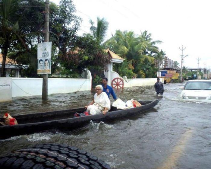 Смешная фотогалерея затопило, каное, лодка, улица