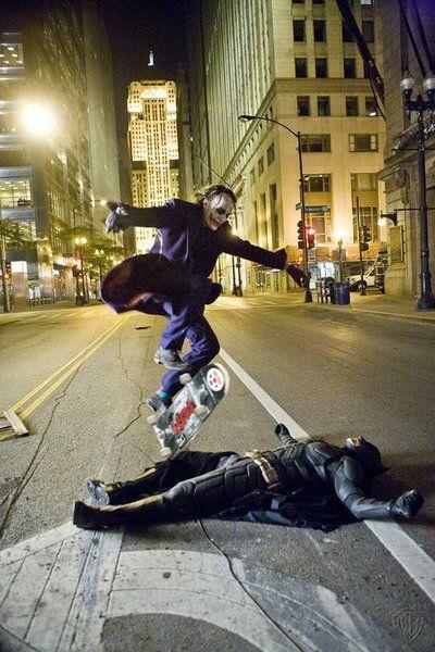 Фотоприкол бэтмен, прыжок на скейте, фильм