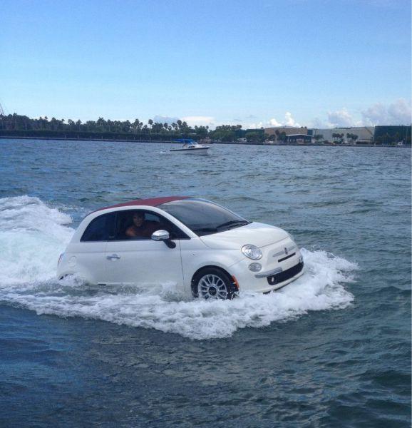 Фотоприкол дня авто, амфибия, по воде