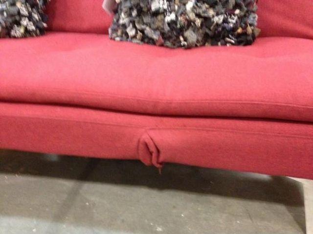Фотка диван, дырка, похоже, прикол