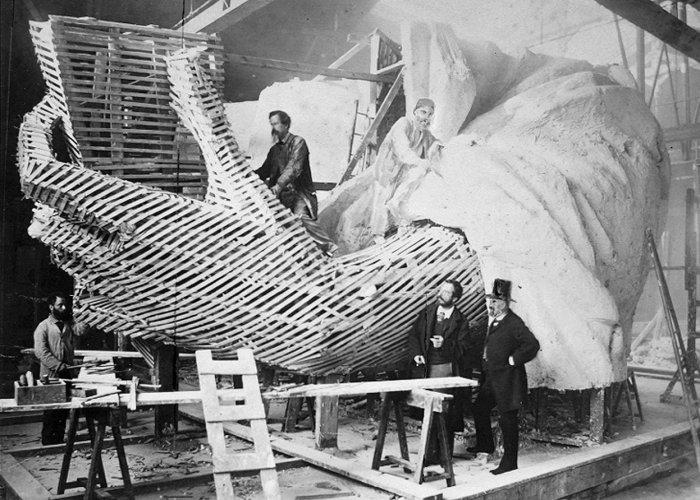 Картинки по запросу фото строительства статуи Свобода в сша