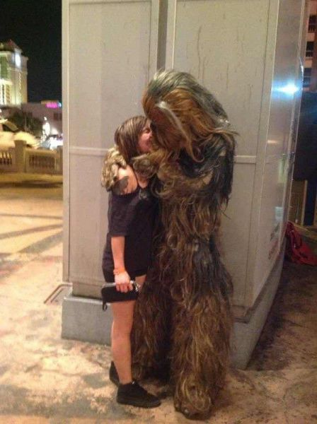 Новые фото костюм, поцелуй, прикол, чубака