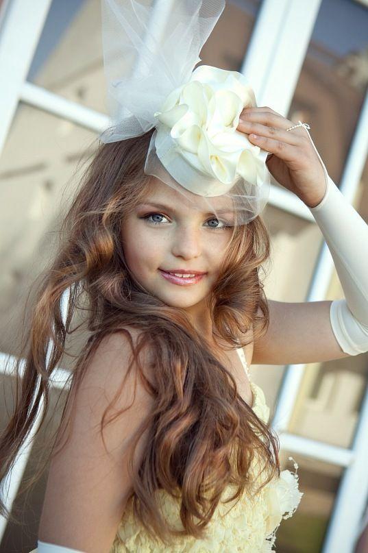 Юная девушка на даче фото