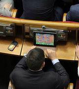 Депутаты занимаются важными делами (4 фото)