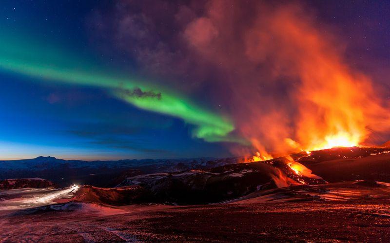 Фото онлайн вулкан, красота природы, северное сияние