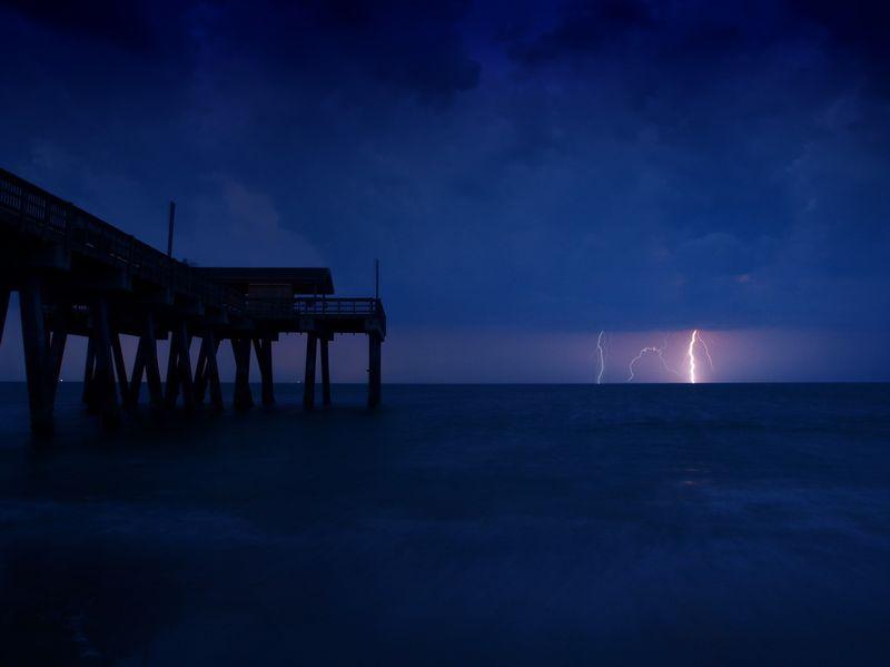 Фотоальбом красивое фото, молнии, море, пирс