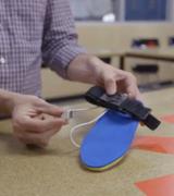 Стельки SolePower заряжает смартфон на ходу