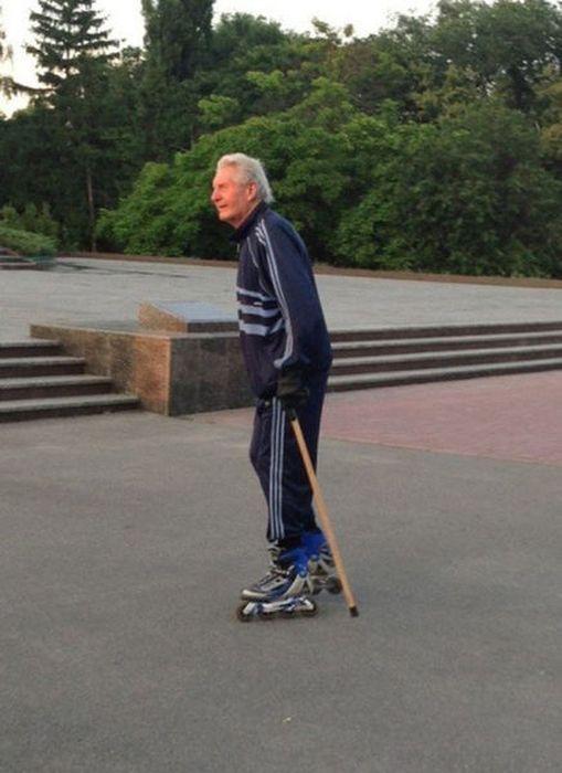 Прекрасные фото дед, ролики, старик, трость