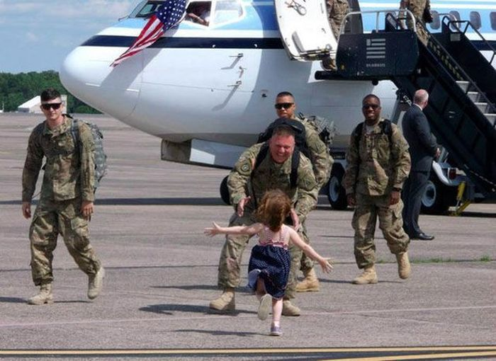 Яркие фото армия, отец и дочка, самолет, солдат
