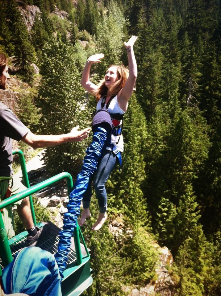 Фотка девушка, прыжок, скала, тарзанка