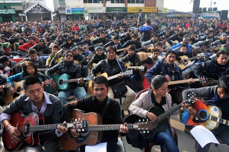 Фотка гитаристы, музыканты, съезд, толпа