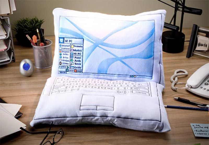 Фото прикол крутая вещь, ноутбук, подушка, прикол