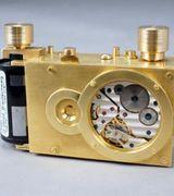 Современный фотоаппарат, снимающий при помощи часового механизма.