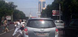 Конфликт на дороге. Халк на белом Порше