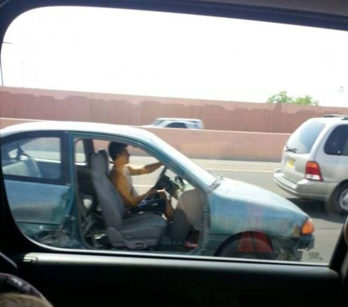 Фотоприкол онлайн авто, дверь, на дороге, разбил
