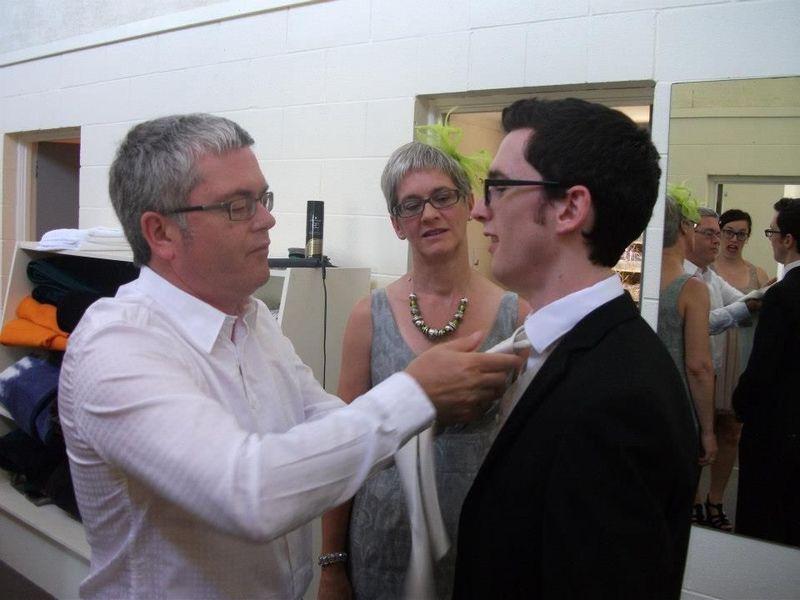 Пикантный фотоприкол галстук, отец и сын, свадьба