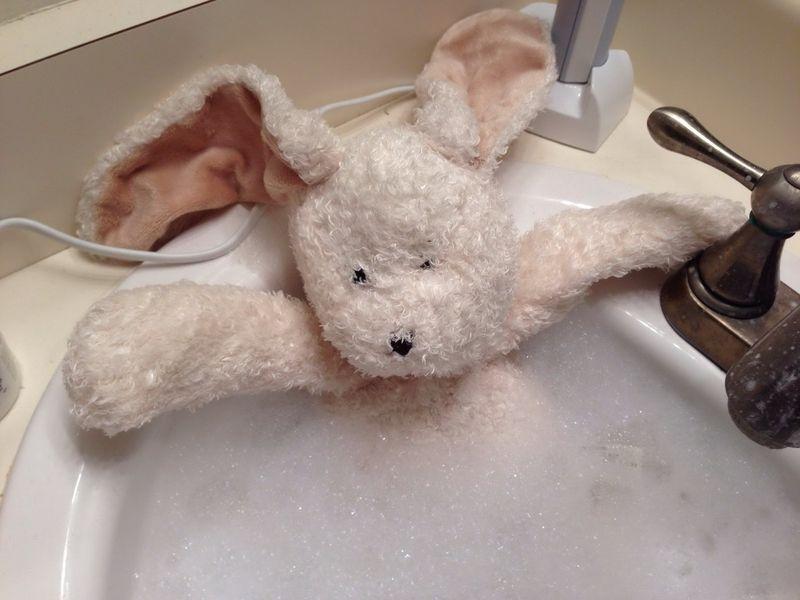 Отпадные фотки ванная, заяц, мягкая игрушка, пена