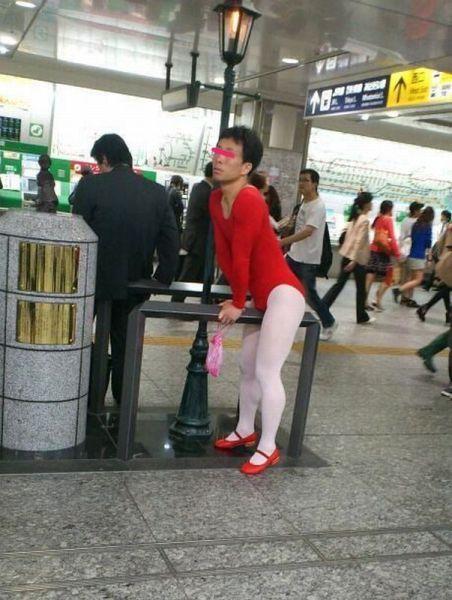 Фото онлайн азиат, женская одежда, идиотизм, костюм