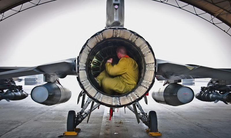Фотоприкол фото ремонт, самолет, турбина