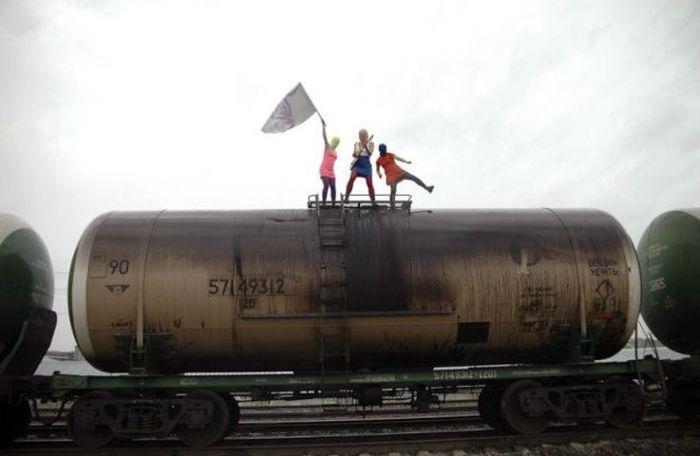 Отпадные фотки группа, поезд, пусси райот, цистерна