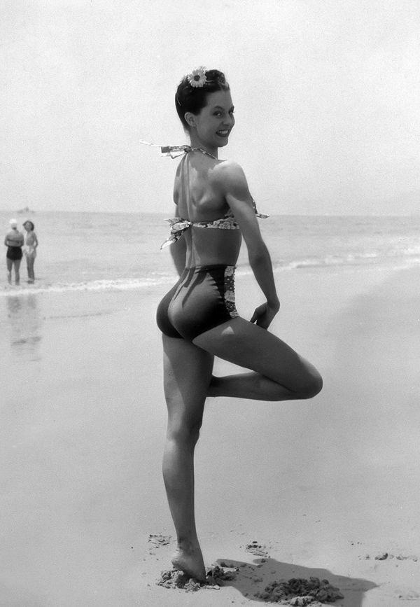 Фотоприкол онлайн бесплатно девушка, купальник, пляж, фигура
