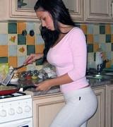 Сексуальные девушки на кухне