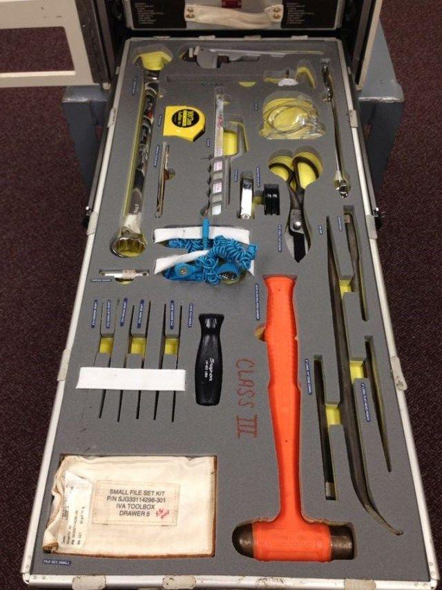 Инструменты для ремонта МКС (6 фото)