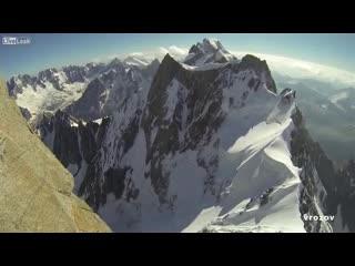 Невероятный прыжок с горы