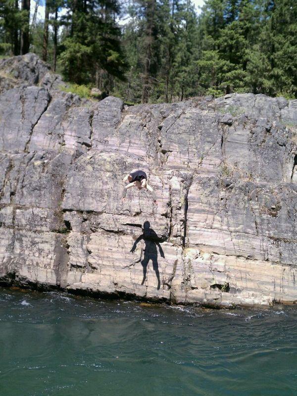 Фотография прыжок в воду, скала, тень