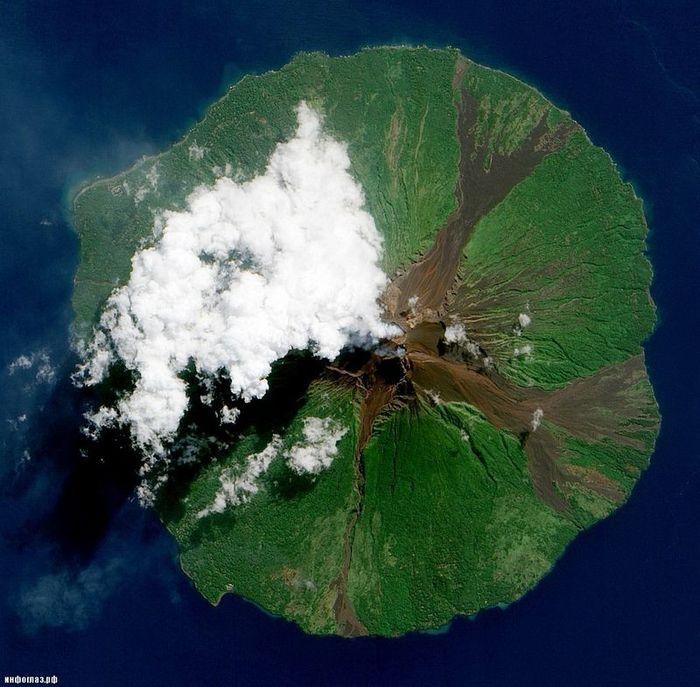Извержение вулкана с космоса (14 фото)