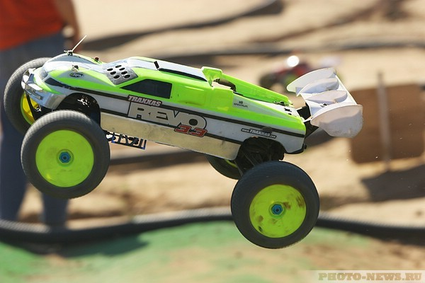 Championship of the radio-controlled machines  (14 photos)