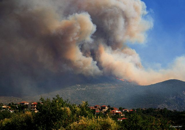 Foto Kebakaran hutan di Greece