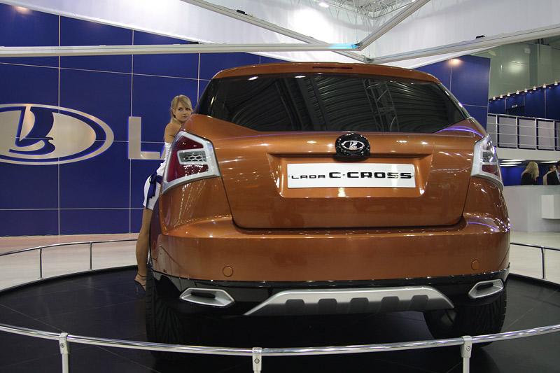 Премьера Lada C-Cross (5 фото)