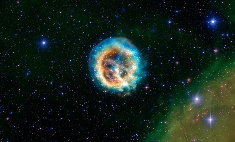 Этот снимок осколков взорвавшейся звезды, известных как остатки сверхновой 1E 0102.2-7219 или коротко